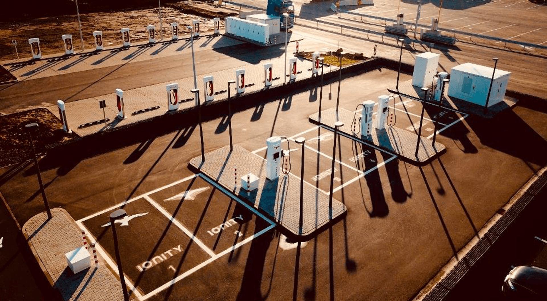 Europas Mega-Elektroladepark ist am Netz!
