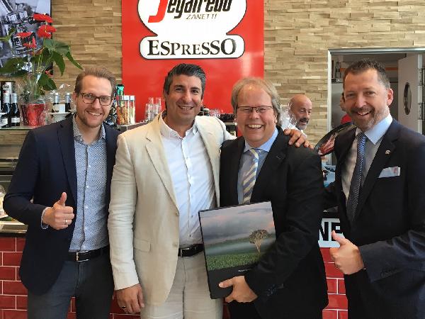 Neueröffnung in Berlin: Franchisesystem Segafredo Espressobar setzt Kooperation mit Möbelkette fort