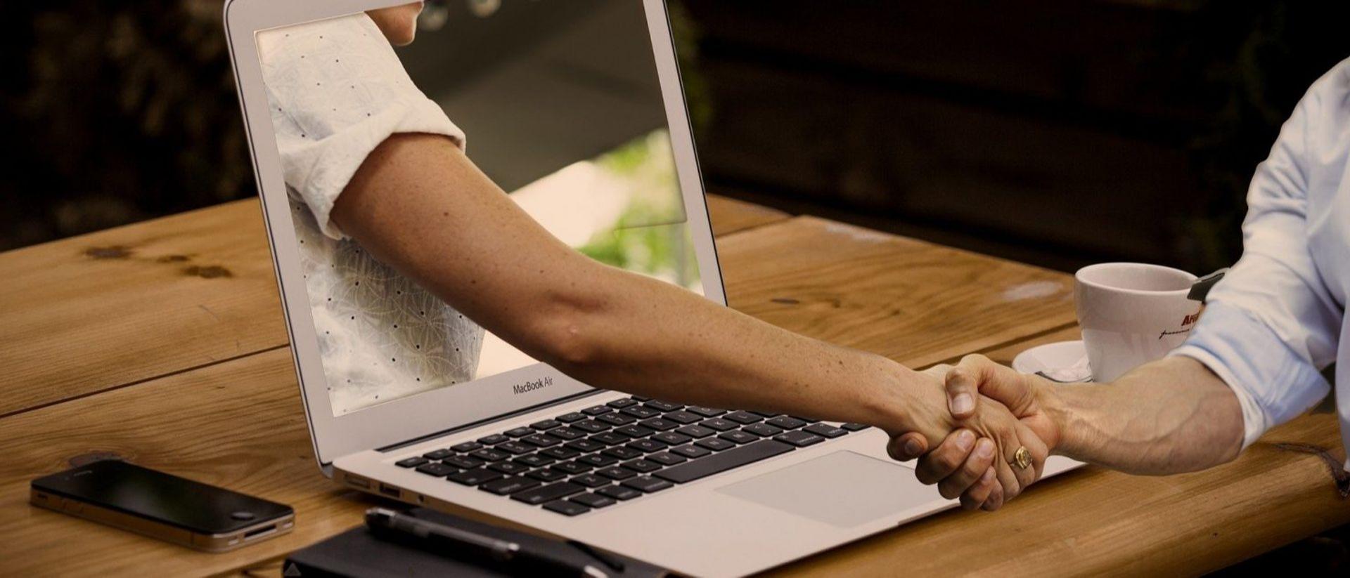 Gemeinsam online – Digital durch die Krise mit einer lokalen Werbeplattform und City-App