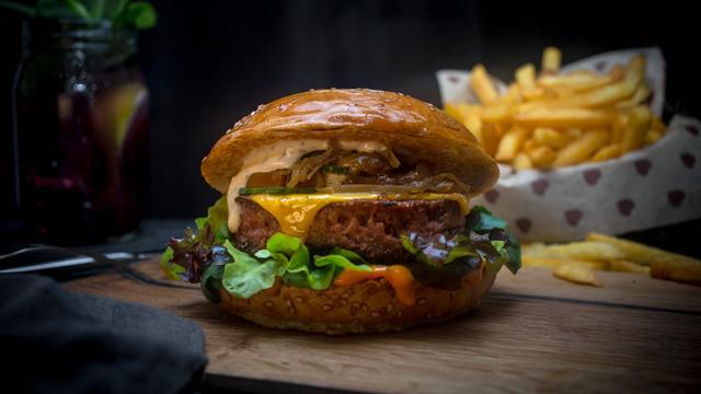 Beyond Meat-Hype: Gastronomie-Franchise-System Burgerheart nimmt veganen Patty ins Angebot