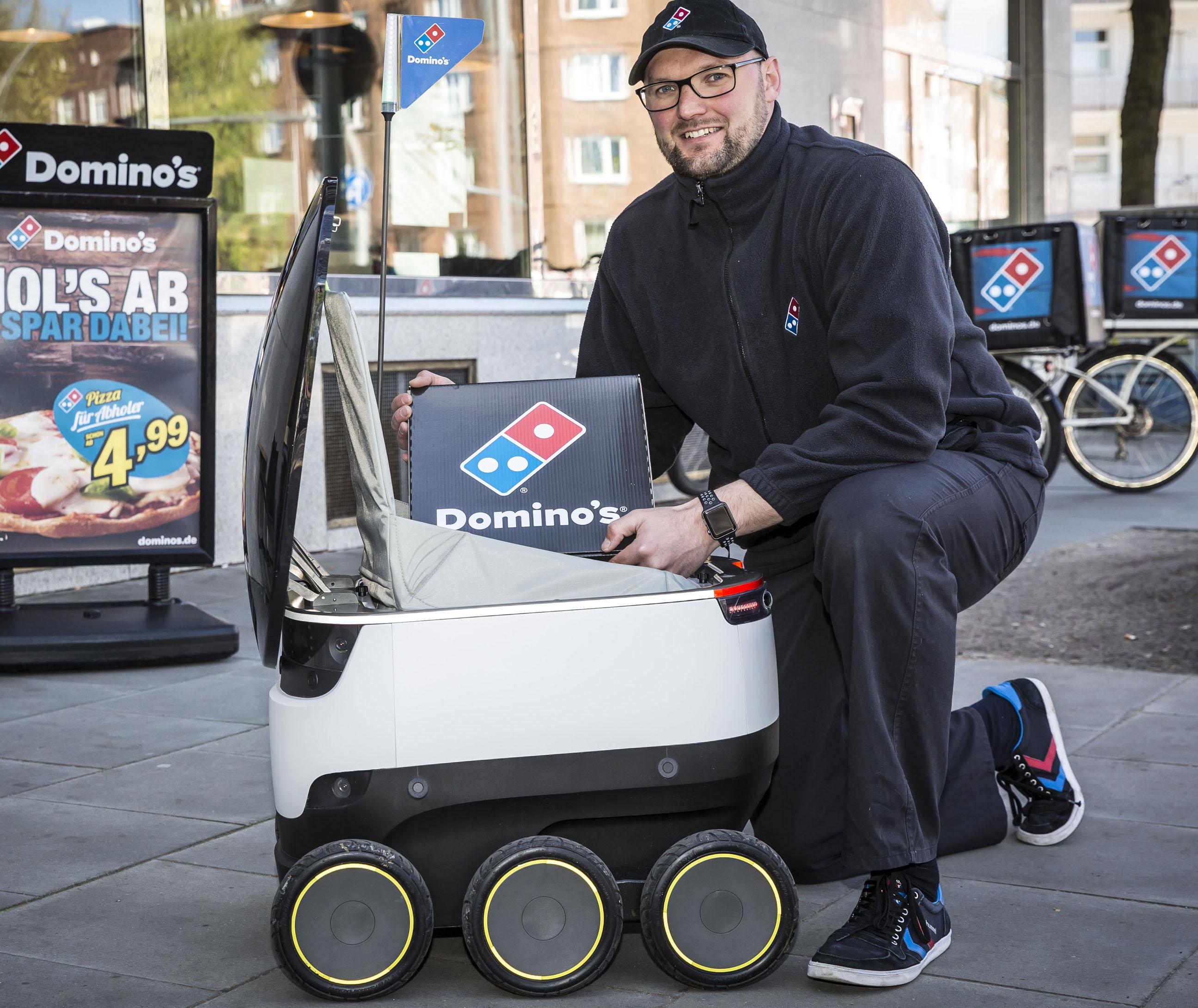Erster Testlauf in Deutschland: Franchise-System Domino's Pizza liefert in Hamburg per Roboter