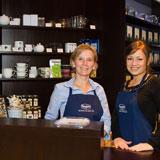 "Ronnefeldt ""Teeschatzkiste"" in Budapest - Partnerin Paula Zaletnyik"