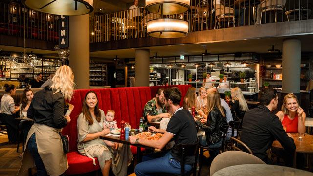 Auslandsexpansion im Blick: Gastronomie-Franchise-System L'Osteria firmiert um und feiert 100. Standort in Deutschland