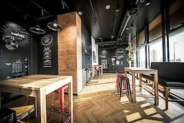 Österreichische Antwort auf US-Systemgastronomie: BistroBox eröffnet Flagship-Store an der Autobahn