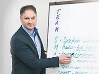 Crestcom Führungsschulen präsentiert sein Geschäftskonzept in der Virtuellen Franchise-Messe